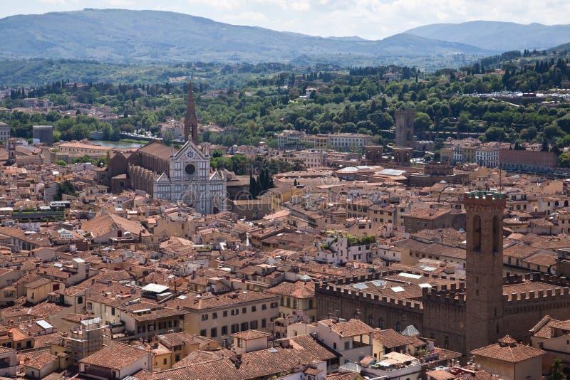 Flyg- sikt av Santa Croce och Florence stadsmitt, Italien arkivbilder