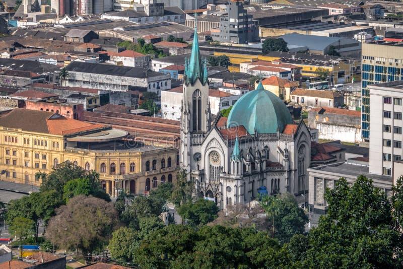 Flyg- sikt av Santos Cathedral - Santos, Sao Paulo, Brasilien royaltyfria bilder