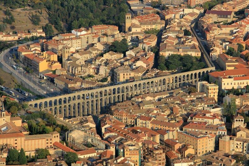 Flyg- sikt av Segovia, medeltida stad av Spanien Det visar akvedukten och cityen av staden royaltyfria foton