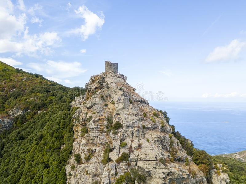 Flyg- sikt av Seneca Tower, Korsika, Frankrike arkivbilder