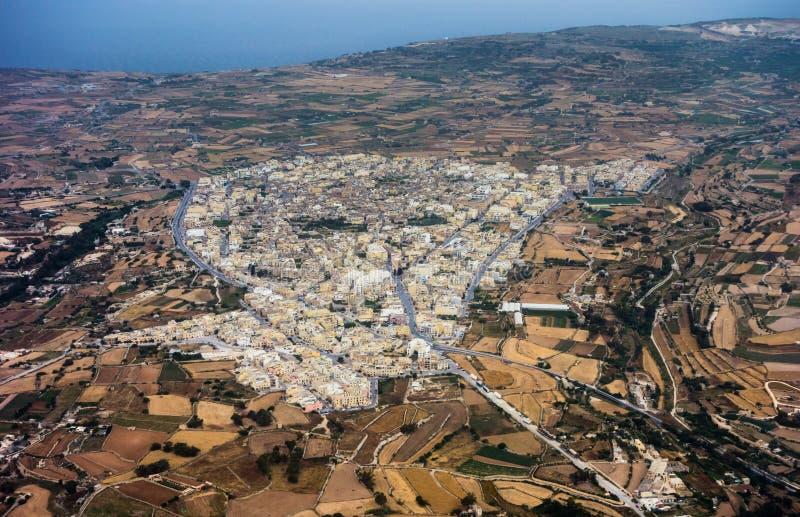 Flyg- sikt av Siggiewi i Malta royaltyfri fotografi