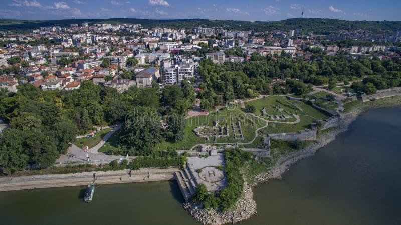 Flyg- sikt av Silistra, Danubet River och den Durostorum fästningen, Silistra, Bulgarien, Juli 2017 royaltyfri fotografi