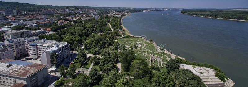 Flyg- sikt av Silistra, Danubet River och den Durostorum fästningen, Silistra, Bulgarien, Juli 2017 royaltyfri foto