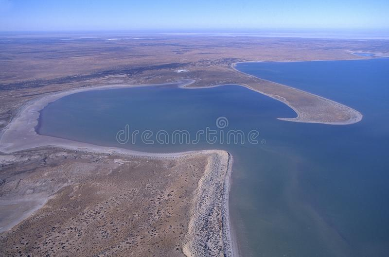 Flyg- sikt av sjön Eyre södra Australien royaltyfri bild