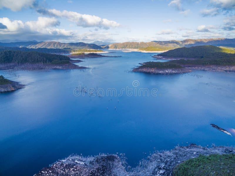 Flyg- sikt av sjön Gordon, sydväst, Tasmanien royaltyfri fotografi