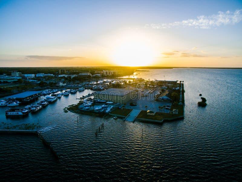 Flyg- sikt av sjön Monroe i Sanford Florida arkivbild
