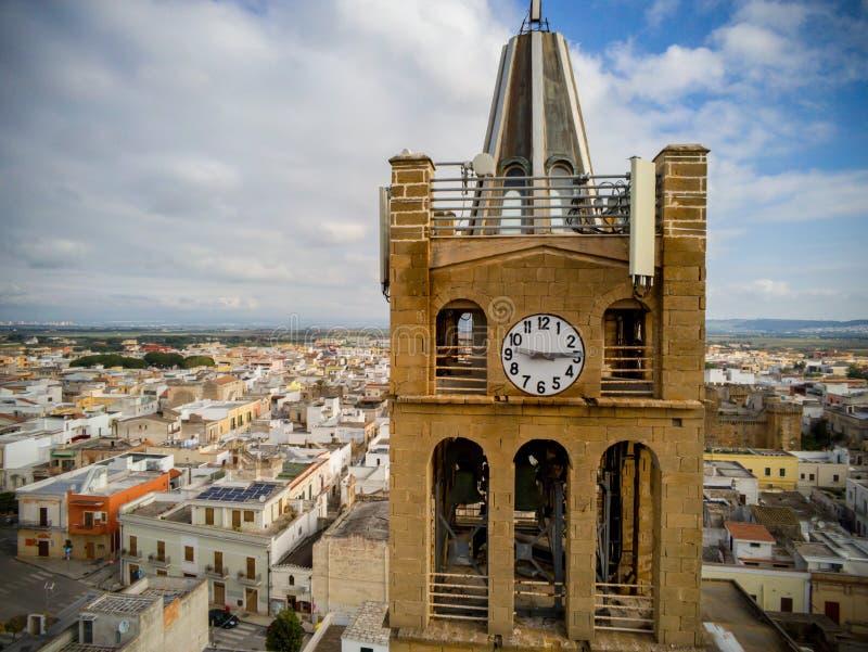 Flyg- sikt av slutet upp av det Klocka tornet av kyrkan Santa Maria La Nova i Pulsano nära Taranto fotografering för bildbyråer