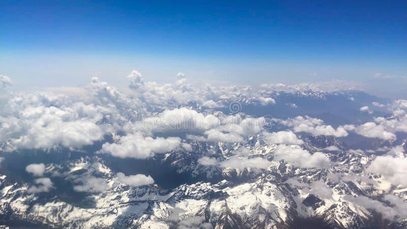 Flyg- sikt av snö-korkade berg i Tibet, Kina royaltyfri fotografi