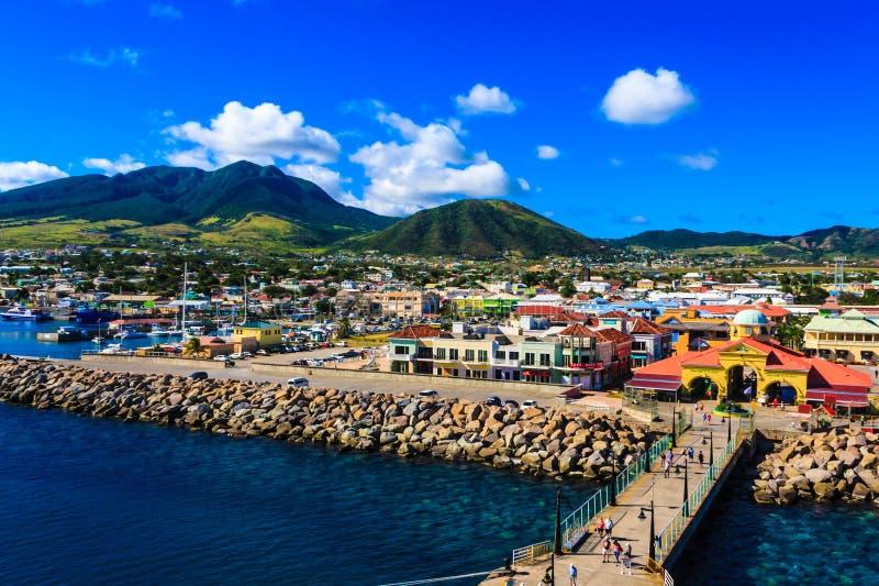 Flyg- sikt av St Kitts från ombord höjden av ett kryssningskepp arkivfoton