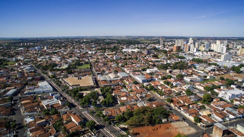 Flyg- sikt av staden av Aracatuba i den Sao Paulo staten i Brazi arkivfoton