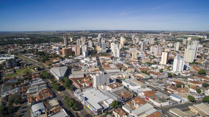 Flyg- sikt av staden av Aracatuba i den Sao Paulo staten i Brazi royaltyfria foton