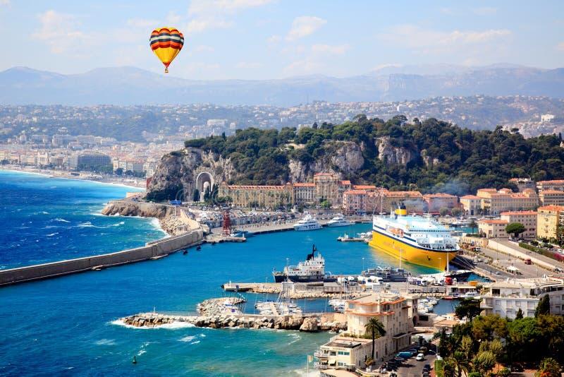 Flyg- sikt av staden av trevliga Frankrike arkivbilder