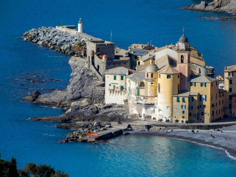 Flyg- sikt av staden av Camogli, Genoa Genova landskap, Ligurian riviera, medelhavs- kust, Italien royaltyfri foto