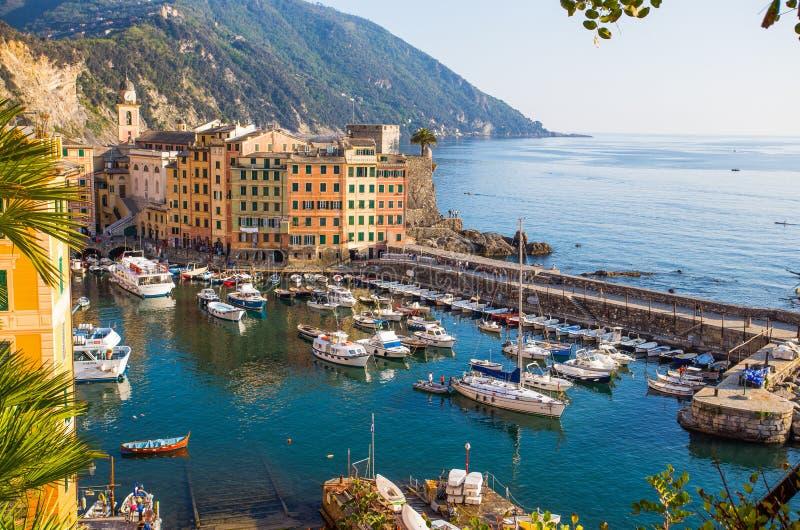 Flyg- sikt av staden av Camogli, Genoa Province, Liguria, medelhavs- kust, Italien arkivbilder