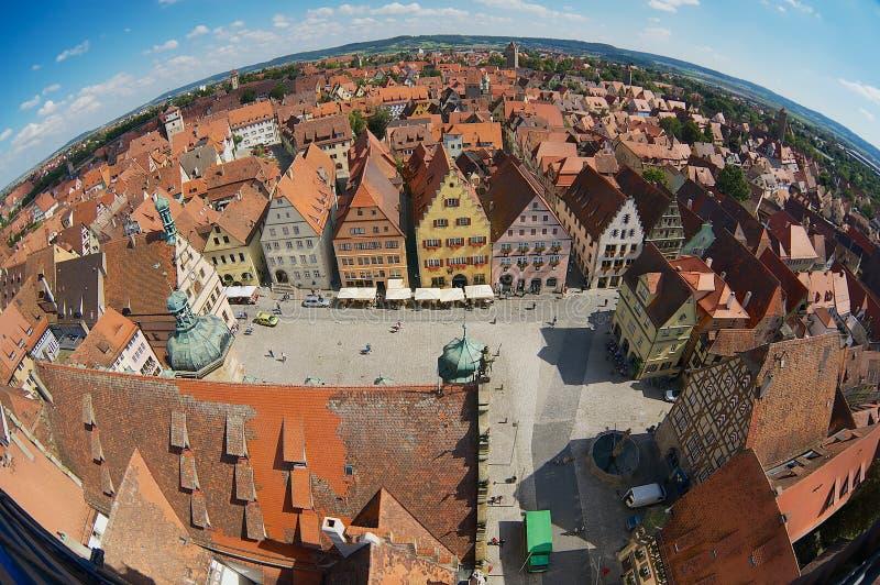 Flyg- sikt av staden från staden Hall Tower i Rothenburg Ob Der Tauber, Tyskland arkivfoto