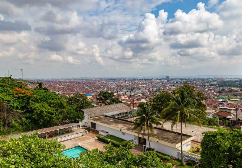 Flyg- sikt av staden av Ibadan Nigeria arkivfoton