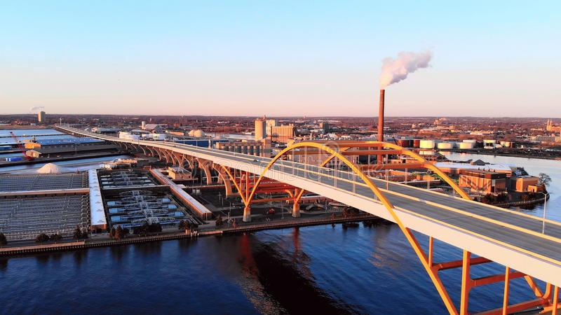 Flyg- sikt av staden Industriell cityscape Milwaukee Wisconsin, arkivbilder
