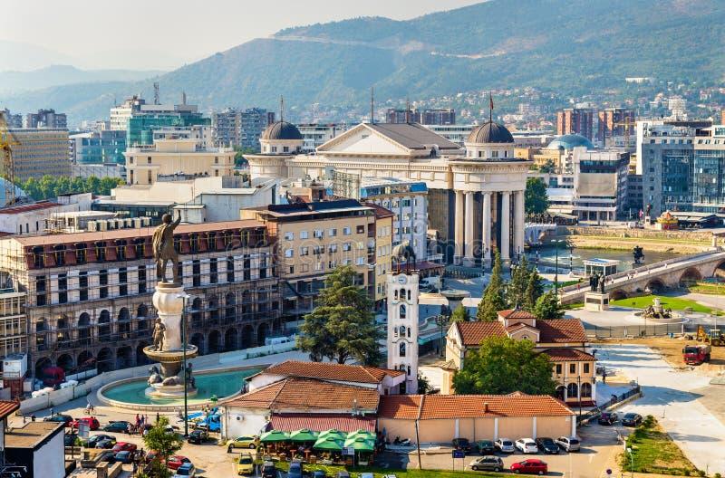 Flyg- sikt av stadsmitten av Skopje royaltyfri fotografi