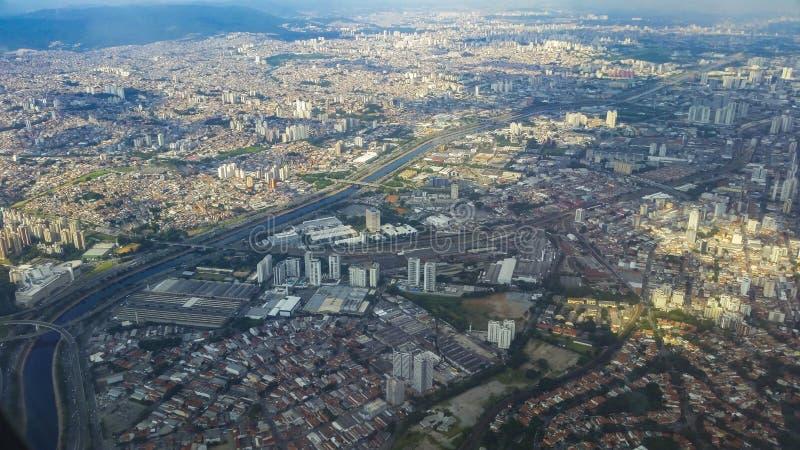 Flyg- sikt av storstaden, Sao Paulo Brazil, Sydamerika arkivfoton
