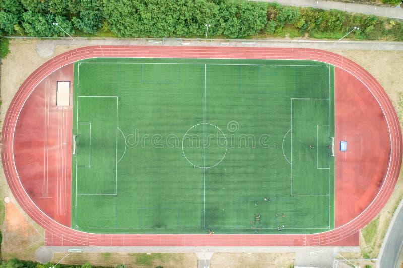 Flyg- sikt av stort sportar och fotbollfotbollfält i en by nära andernach koblenz neuwied i Tyskland fotografering för bildbyråer