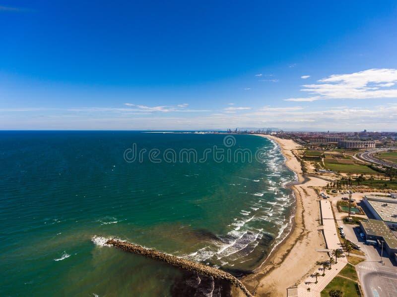 Flyg- sikt av stranden av Alboraya nära i staden av Valencia spain fotografering för bildbyråer