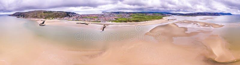 Flyg- sikt av stranden av Llandudno, Wales - Förenade kungariket arkivfoton