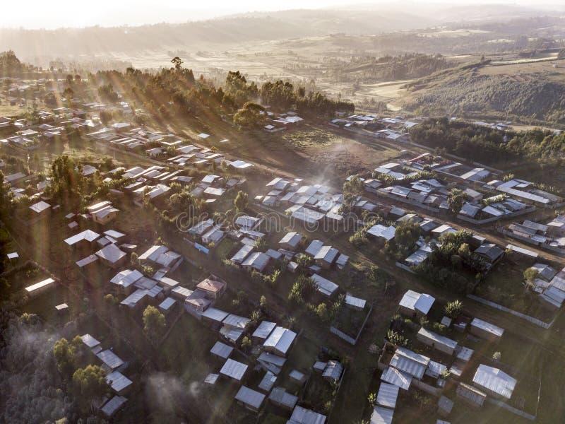 Flyg- sikt av tennhyddor och byggnader i Etiopien royaltyfria bilder