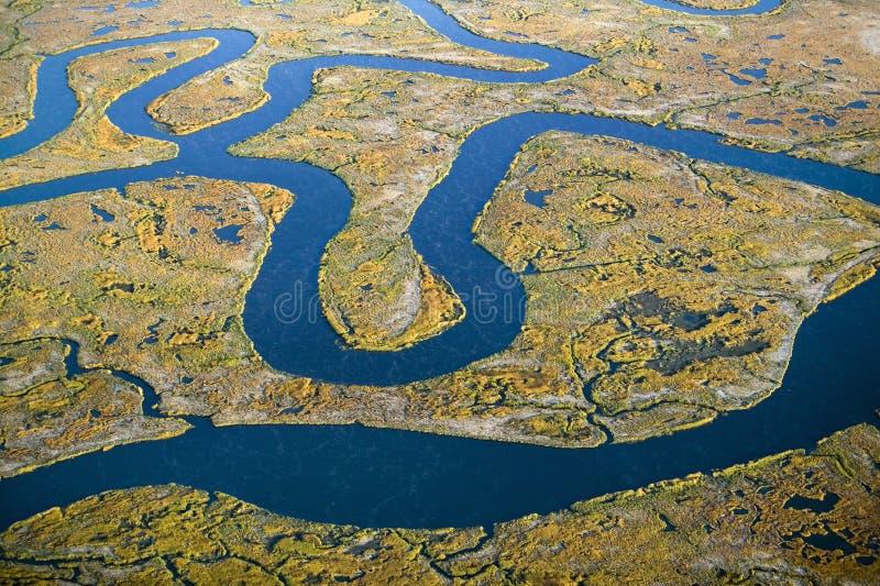 Flyg- sikt av träsk, våtmarkabstraktion av salt och havsvatten och Rachel Carson Wildlife Sanctuary i brunnar, Maine royaltyfria foton