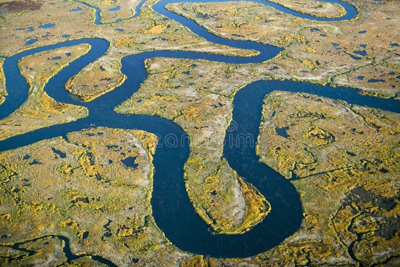 Flyg- sikt av träsk, våtmarkabstraktion av salt och havsvatten och Rachel Carson Wildlife Sanctuary i brunnar, Maine arkivfoto