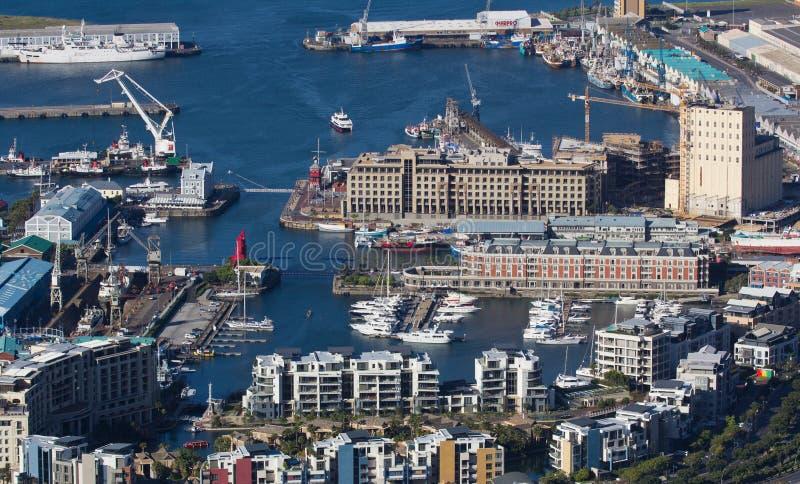 Flyg- sikt av uddestaden Sydafrika fr?n en helikopter Panorama Cape Town Sydafrika fr?n sikt f?r f?gel?ga p? ett soligt arkivfoton