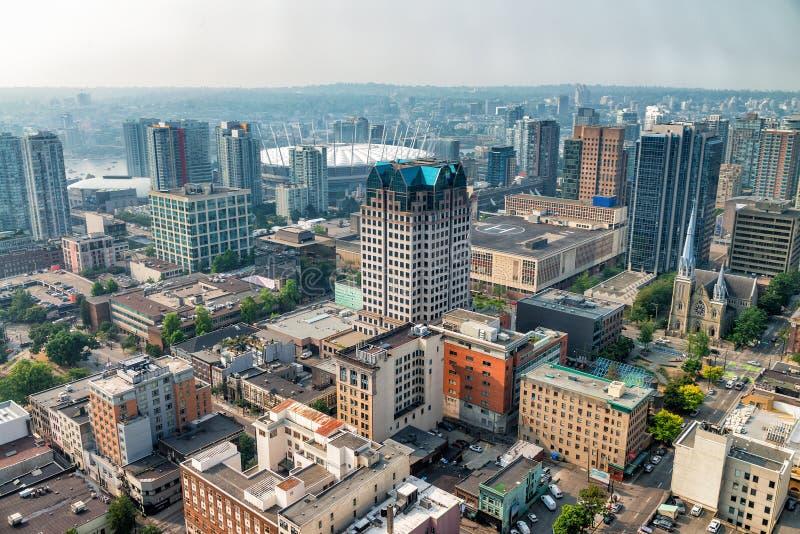 Flyg- sikt av Vancouver i stadens centrum horisont från stadstaket, Bri royaltyfria bilder