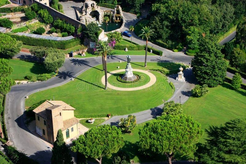 Flyg- sikt av Vaticanenträdgårdar från St Peter Basilica royaltyfria bilder