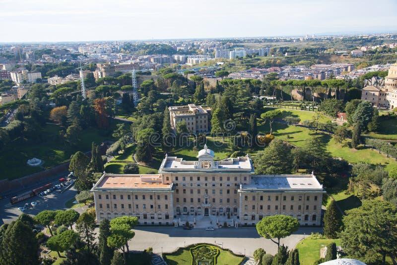 Flyg- sikt av Vaticanet City och Rome, Italien Slott av governoraten, trädgårdar, Vaticanenradio, kloster Panorama av det gamla H royaltyfri bild
