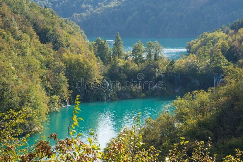 Flyg- sikt av vattenfall på plitvicesjönationalparken Kroatien arkivfoton