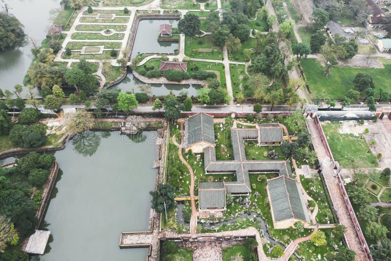 Flyg- sikt av Vietnam den forntida Tu Duc kungliga gravvalvet och tr?dg?rdar av Tu Duc Emperor n?ra ton, Vietnam fotografering för bildbyråer