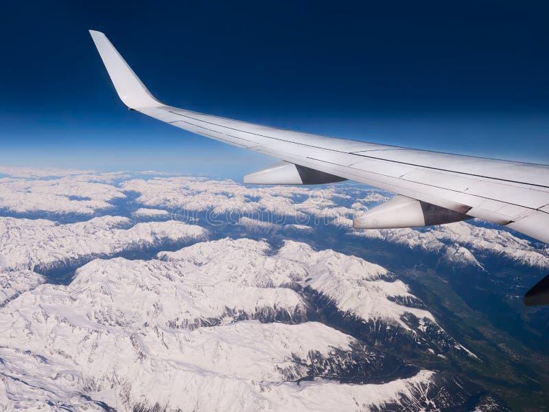 Flyg- sikt av vinterberg arkivfoto