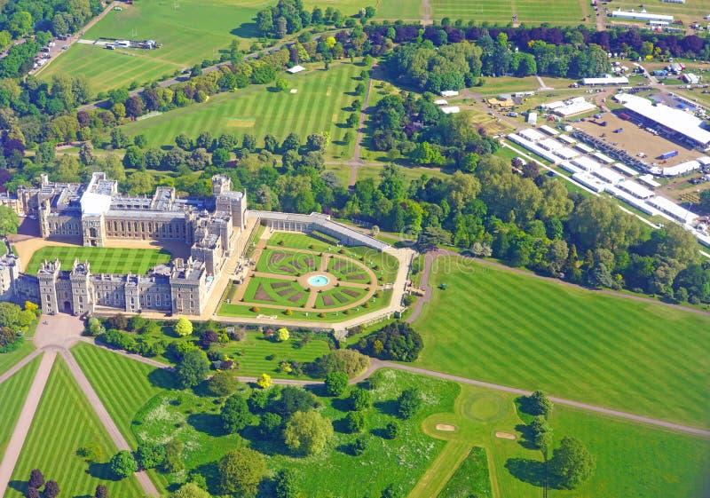Flyg- sikt av Windsor Castle och byggnadsställning för det kungliga bröllopet av prinsen Harry och Meghan Markle arkivbild