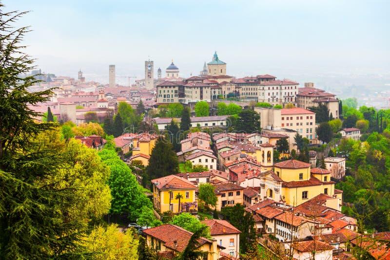 Flyg- sikt Bergamo för övrestad royaltyfri foto