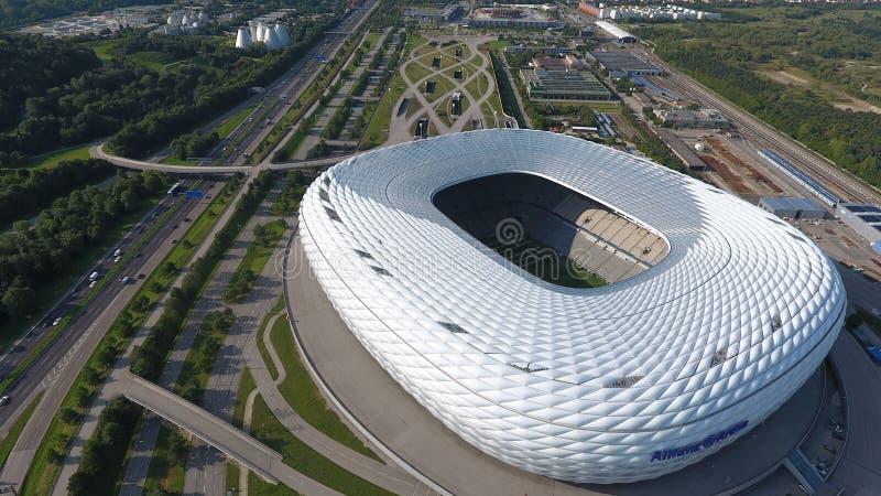 Flyg- sikt för Allianz arena från surret arkivfoton