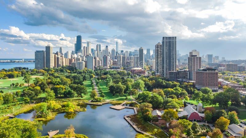 Flyg- sikt för Chicago horisont från ovannämnt, Lake Michigan och stad av Chicago i stadens centrum skyskrapacityscape från Linco royaltyfri fotografi