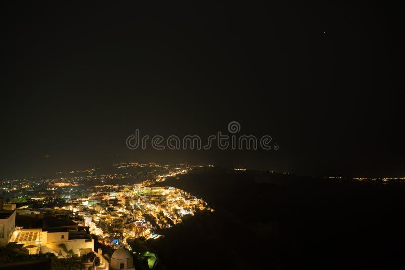 Flyg- sikt för Fira stad på nattetid, Santorini royaltyfria foton