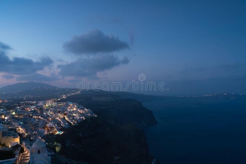 Flyg- sikt för Fira stad på soluppgång, Santorini arkivbild