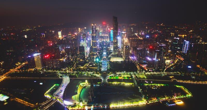 Flyg- sikt för härlig bred vinkelnatt av det finansiella området Guangzhou Zhujiang för ny stad, Guangdong, Kina med horisont och fotografering för bildbyråer