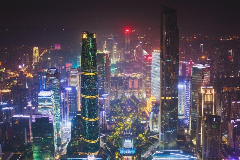 Flyg- sikt för härlig bred vinkelnatt av det finansiella området Guangzhou Zhujiang för ny stad, Guangdong, Kina med horisont och royaltyfria bilder