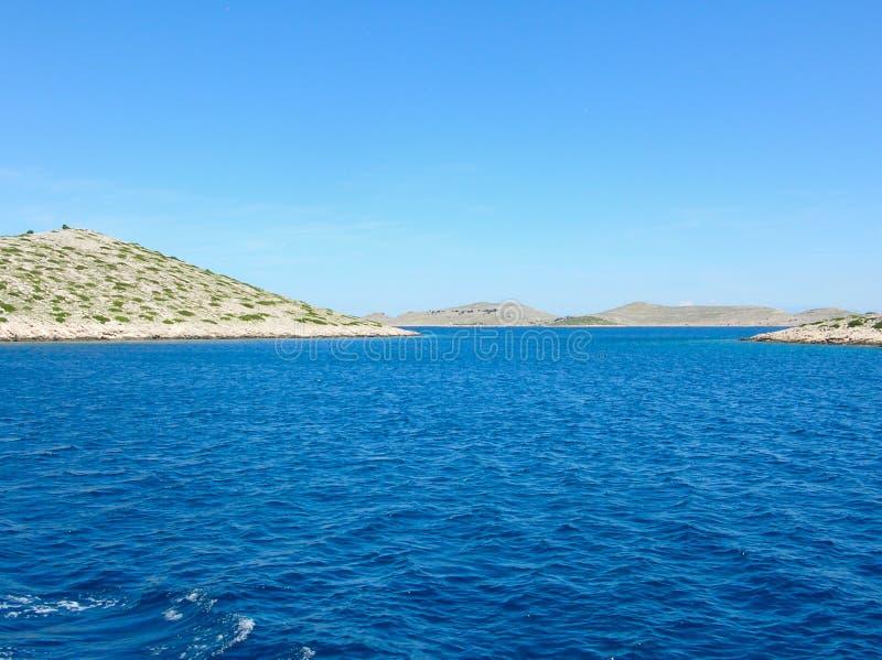 Flyg- sikt för havsyttersida Bakgrundsskott av klar yttersida för havsvatten Blått havsvatten i stillhet Havstextur Bakgrundsblåt arkivbild