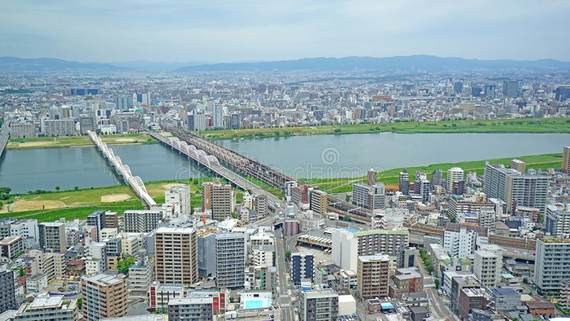 Flyg- sikt för Japan Osaka för cityscape, kommersiell och bostads- byggande arkivbilder