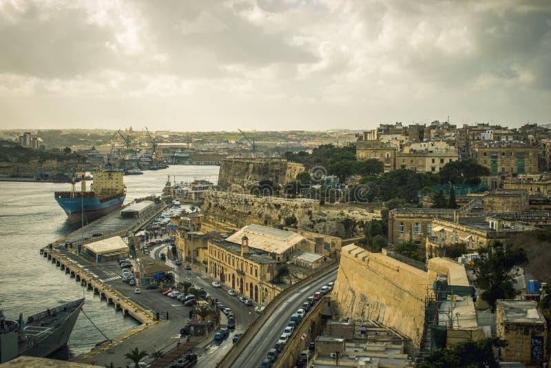 Flyg- sikt för maltesiskt landskap av exotisk arkitektur Malta för medelhavs- panorama arkivbilder
