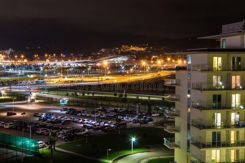 Flyg- sikt för natt av det Adlersky stadsområdet, Sochi, Ryssland arkivbilder