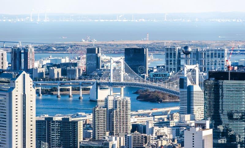 Flyg- sikt för panorama- modern stadshorisont under blå himmel i Tokyo, Japan royaltyfri bild