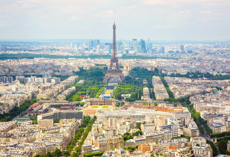 Flyg- sikt för panorama på Eiffeltorn i Paris royaltyfri bild